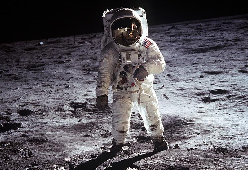 Moon landing - landing page blog